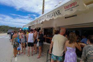 La Cervecería El Palmar es un bar de tapas ubicado frente a la Torre Nueva.