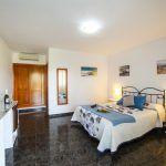 Hostal El Levante se encuentra en Tarifa, a apenas 500 metros de la Playa de Los Lances