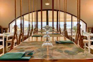 En el Restaurante la Torre, en primera línea de playa, podrás vivir los diferentes ambientes que te brinda El Palmar durante el día y una carta excepcional.