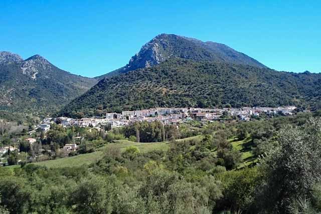 Grazalema, un pueblo blanco entre montañas.