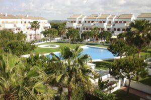 Alojamientos Oasis te ofrece los apartamentos turísticos y villas más exclusivas de la Costa de la Luz. Agencia de alquiler vacacional situada en Chiclana.
