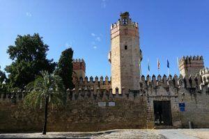Visitando al Castillo de San Marcos y Bodega Caballero podrás conocer la historia de El Puerto de Santa María. Cuenta con cata de vino incluida.
