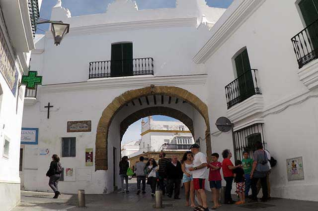 puerta-de-la-villa-conil-cadiz-andalucia