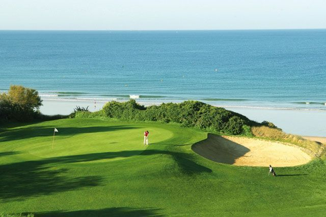 Are you a golf lover? Then you will find in Chiclana some of the best golf courses of Spain.