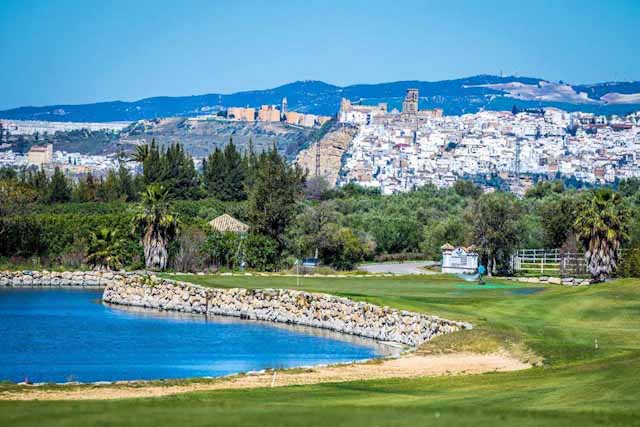 Golf courses in Arcos are a-mazing!