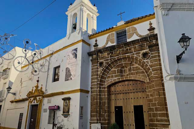 Get to know the culture of this town thanks to its buildings and sites.