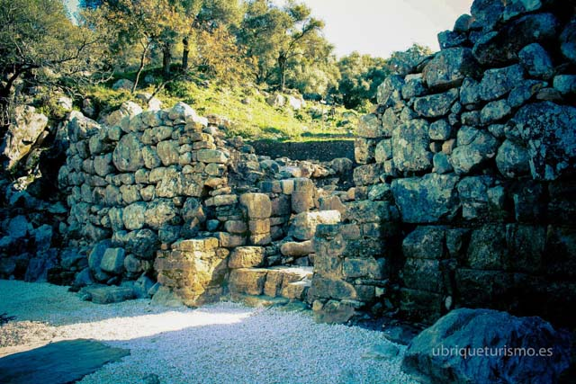 If you like knowing about the past, Ocuri archaeological site is a must.