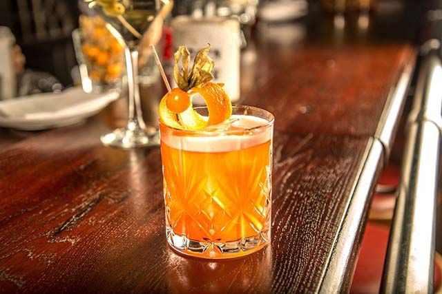 Coctel en bar