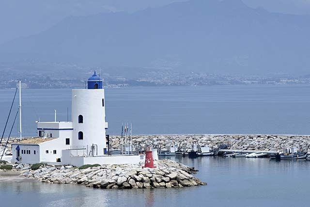 Vista al Faro de Manilva